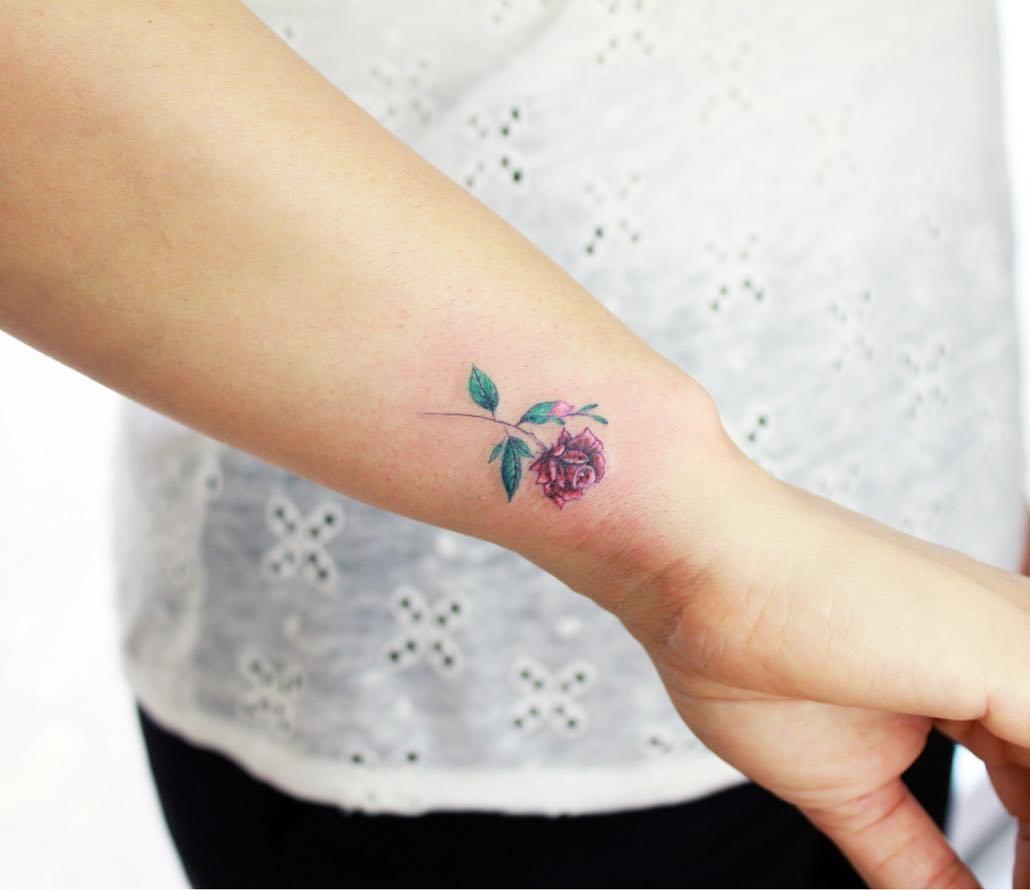 Damskie Tatuaże Na Nadgarstek 35 Znakomitych Wzorów Etatuatorpl