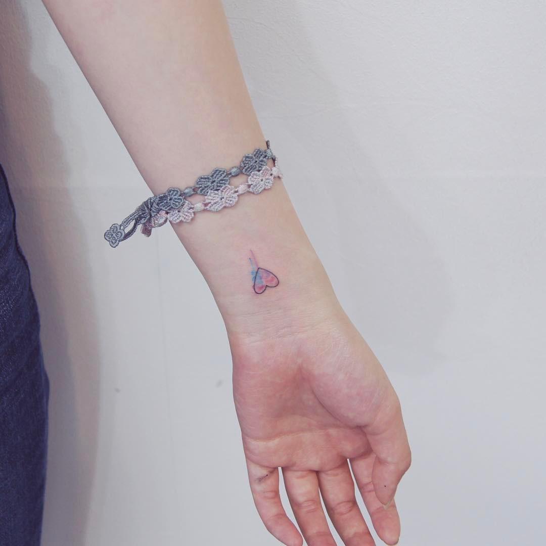 Damskie Tatuaże Na Nadgarstek 35 Znakomitych Wzorów