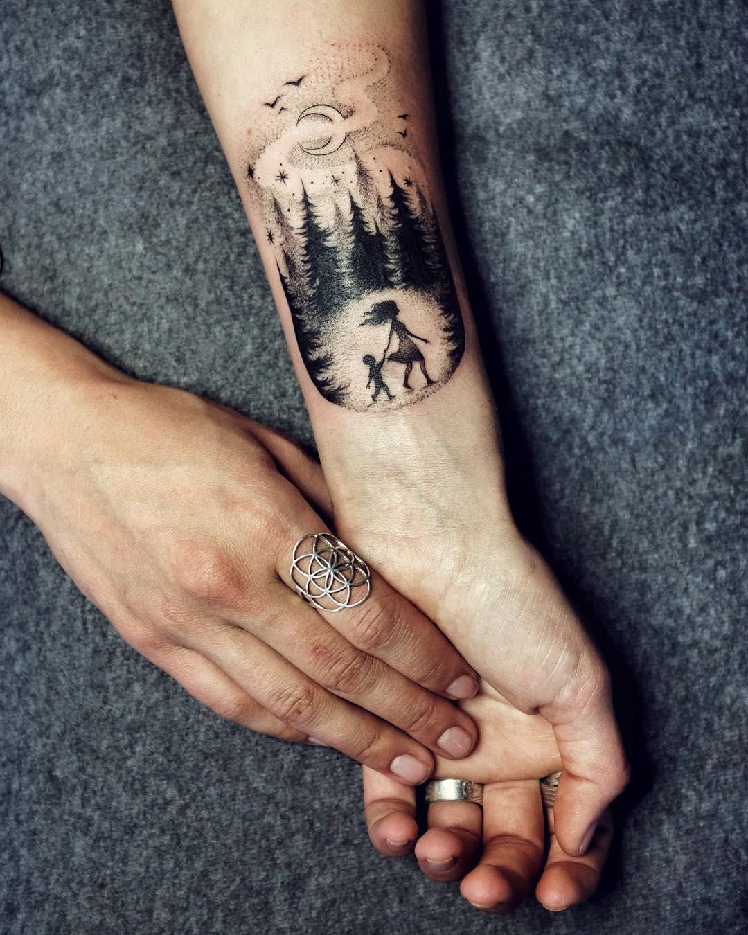 Tatuaż Na Nadgarstku 22 Pomysłów Na Stylowy Tatuaż