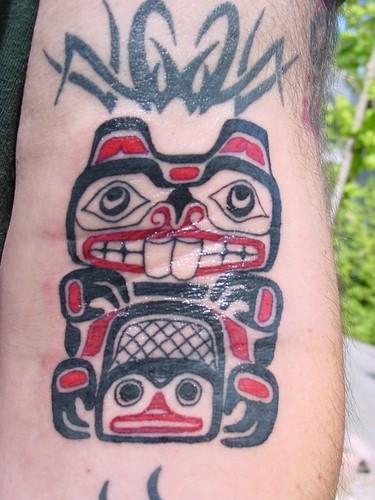 Tatuaż Haida przedstawiający bobra