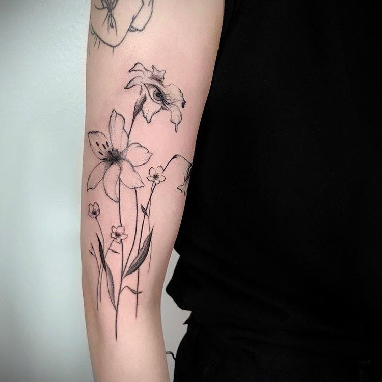 tatuaż lilia