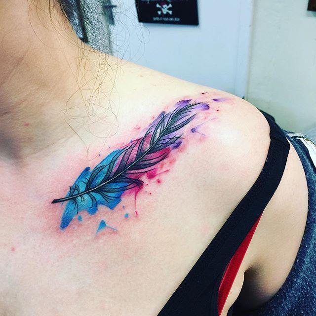 tatuaż piórko