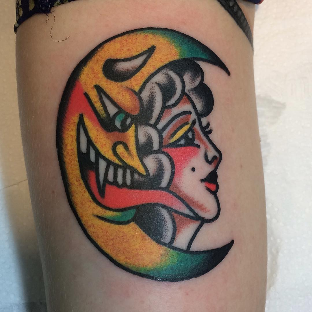 Tatuaż wykonany w stylu old school