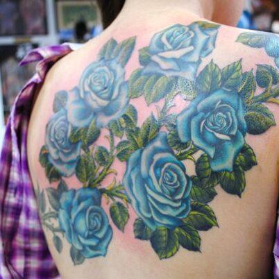 Krzew różany na plecach