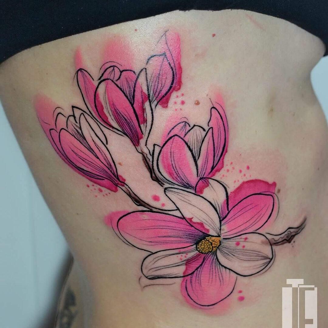 Tatuaż akwarela przedstawiający magnolię