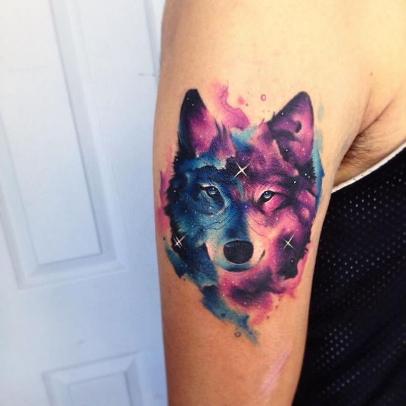Tatuaż akwarela przedstawiający twarz wilka