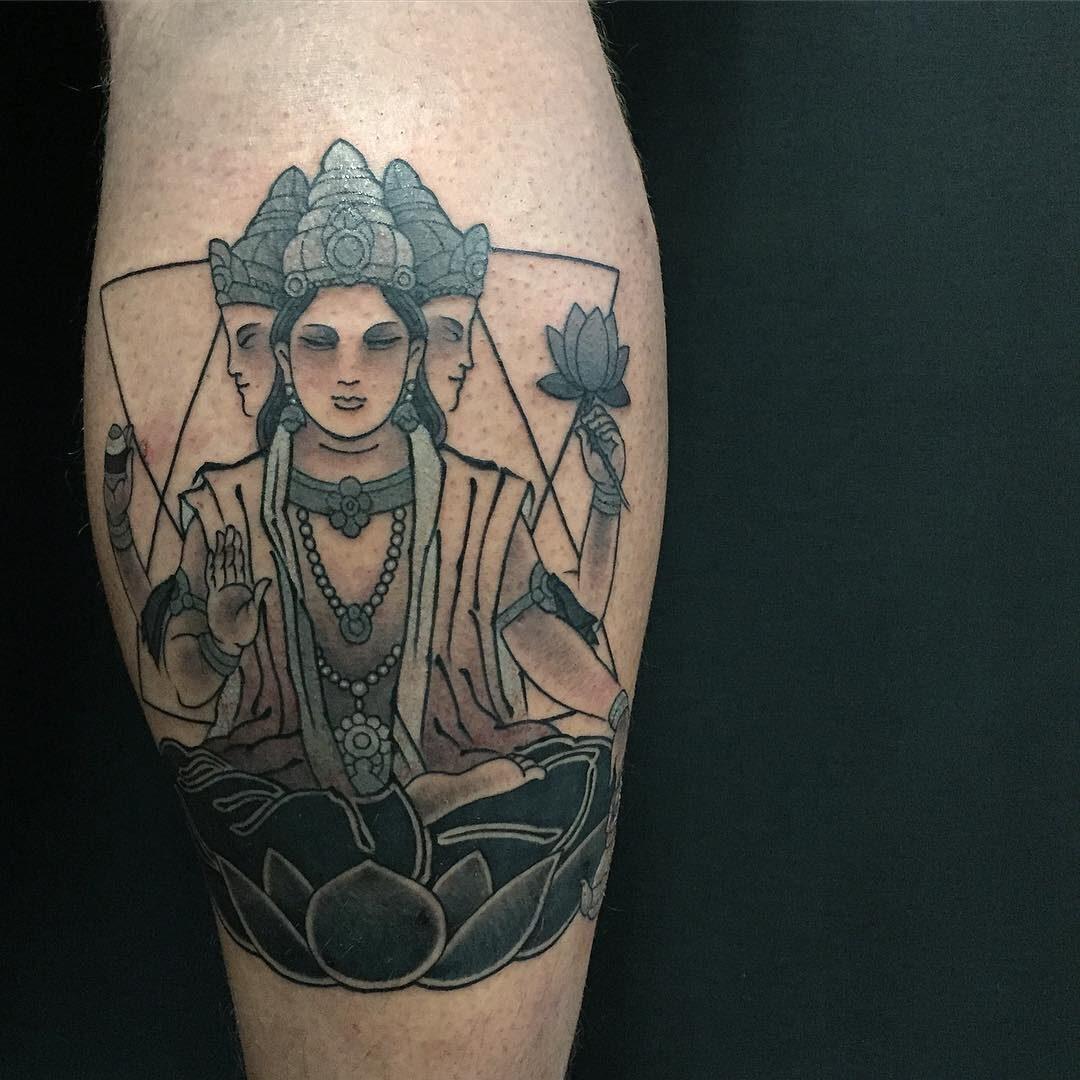Tajski tatuaż z wizerunkiem Buddy.