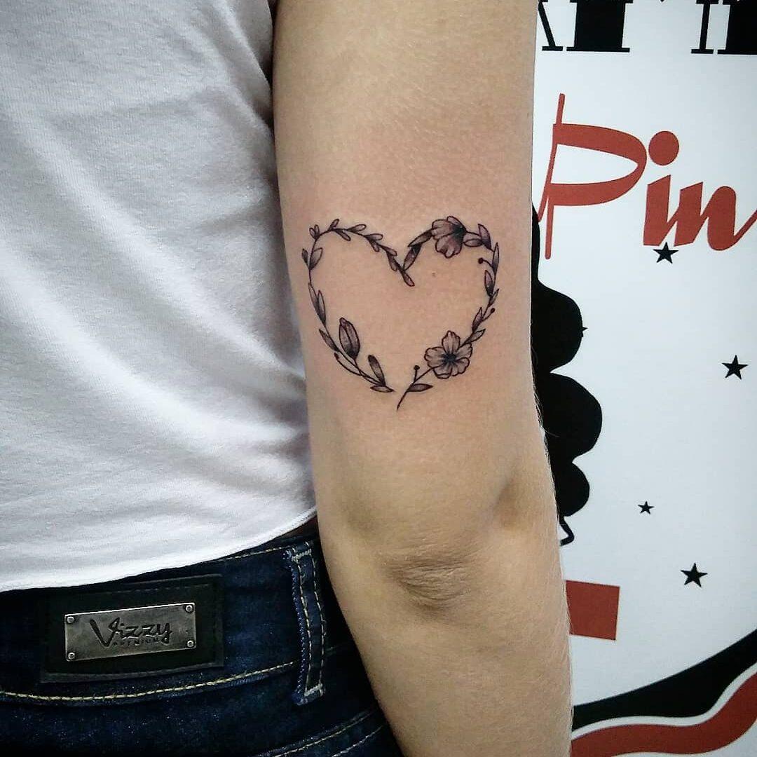 Tatuaż wykonany w stylu fineline