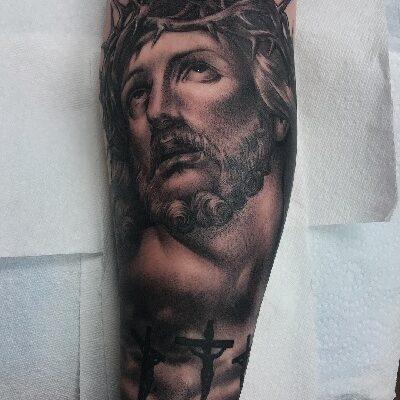 Tatuaż chrześcijański przedstawiający wizerunek Jezusa.