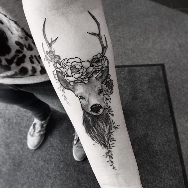 Tatuaże Z Motywem Jelenia 41 Niesamowitych Wzorów
