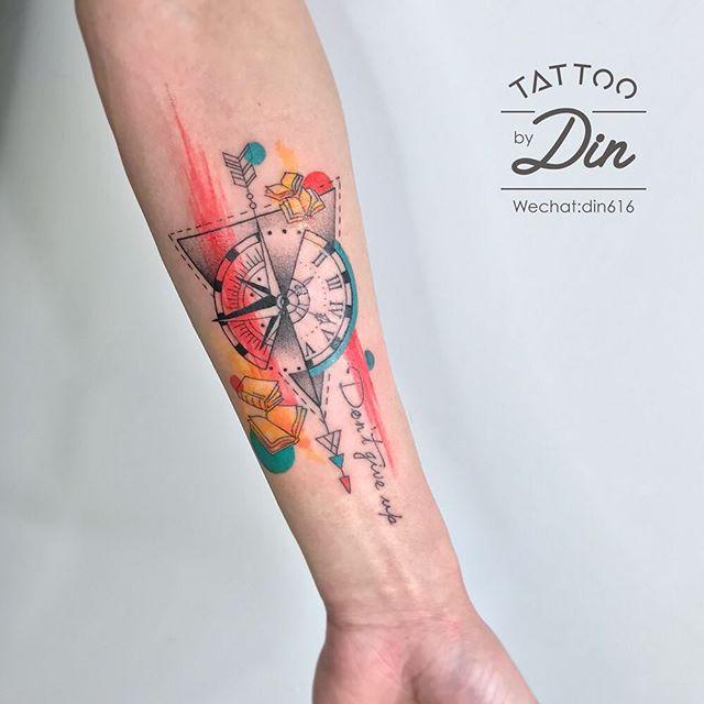 tatuaż kompas