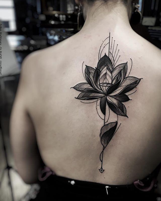 tatuaż kwiat lotosu