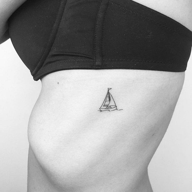 Tatuaż Na żebrach 35 Niezwyklych Wzorów Etatuatorpl