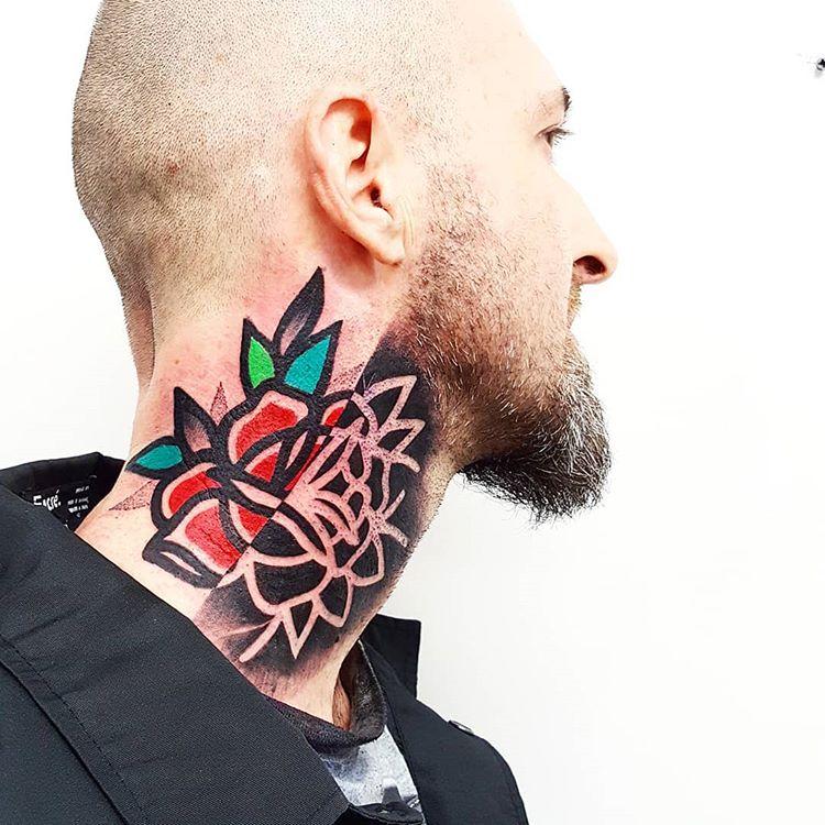 tatuaż na szyi