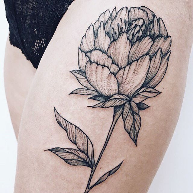 tatuaż na udzie