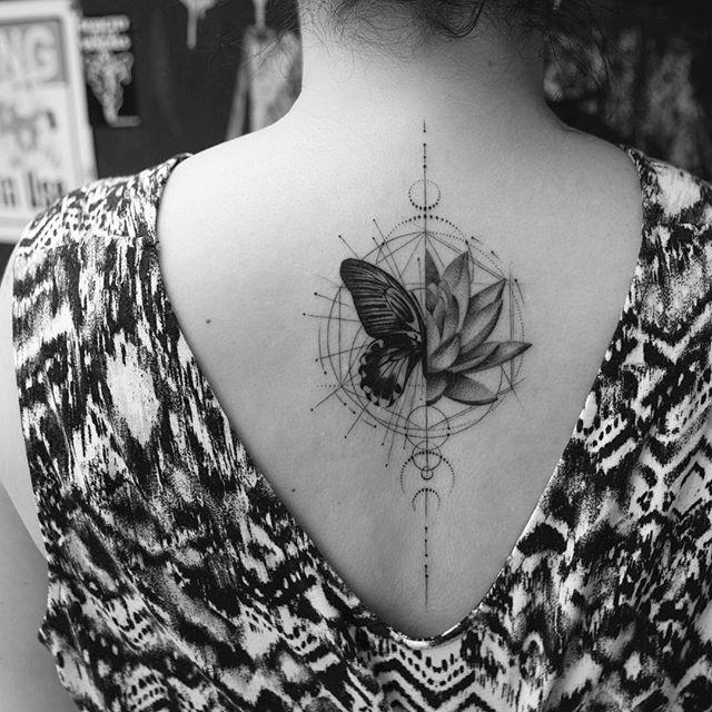 Tatuaże Kwiaty 38 Pięknych Wzorów Etatuatorpl