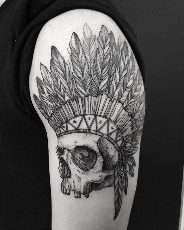 tatuaże męskie na ramieniu