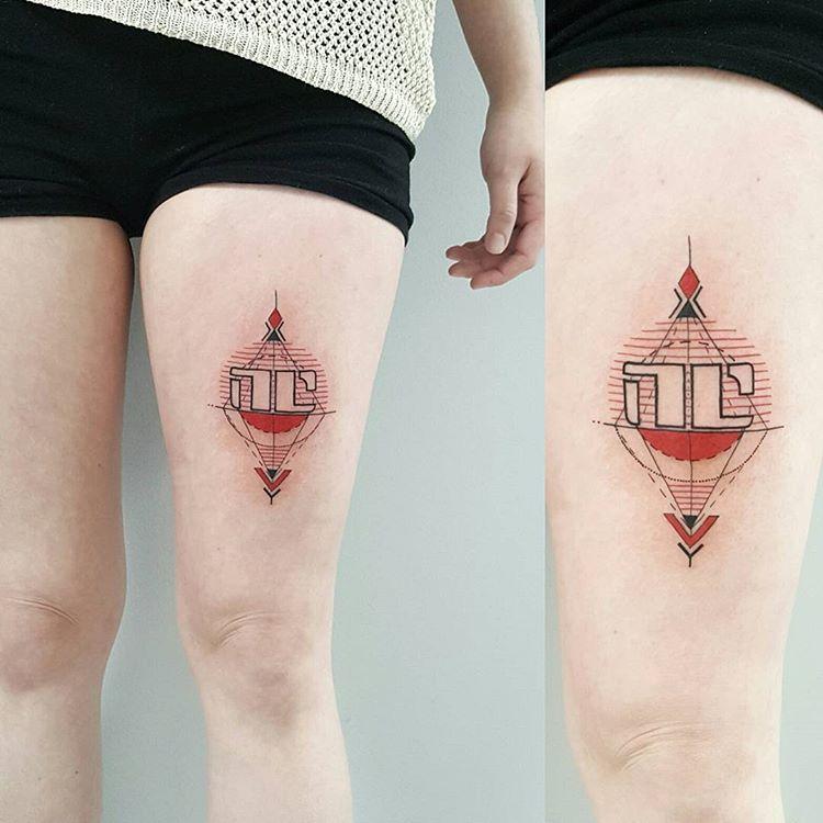 tatuaże na nodze